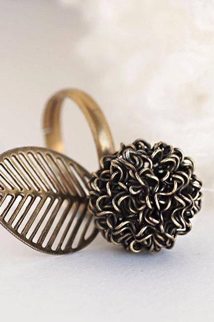 Mesh Ball Leaf Ring, Bronze Finish, Nature Woodland Inspired
