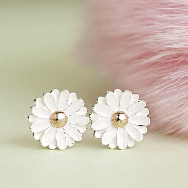 White Flower Daisy Stud Earrings, Whimsical Garden Woodland Jewelry